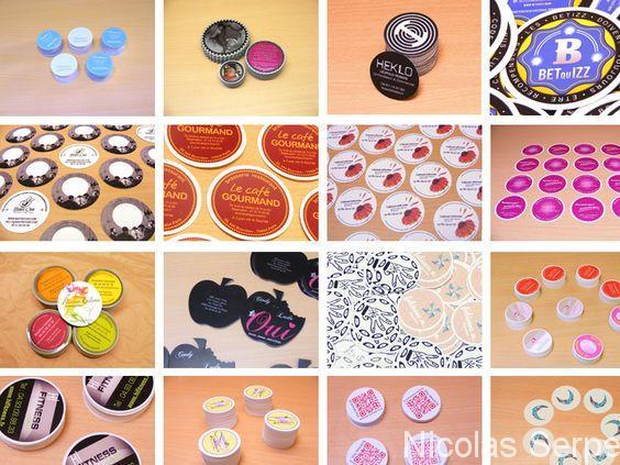 Découvrez sur cette photo plusieurs modèles de cartes de visites rondes réalisés par ImprimeBoutique.